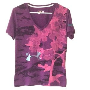 Tops - Under Armor woman's V neck simi fit t shirt